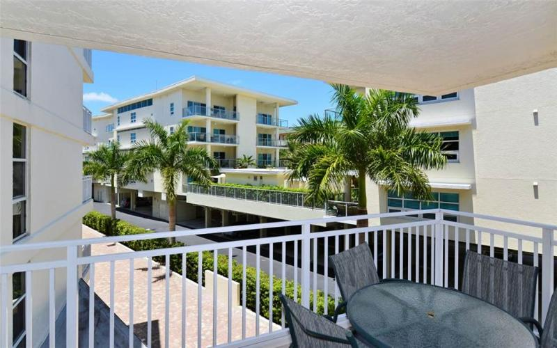 Newly renovated 2BR with wi-fi, dinette #304GS - Image 1 - Sarasota - rentals