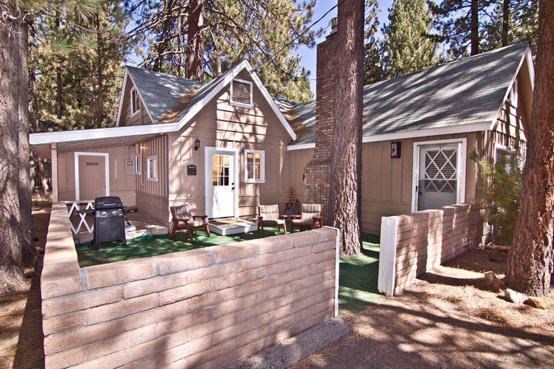 Front of Lakeside Lodge - Lakeside Lodge,1 Block to Lake, 5BD, HotTub-WiFI - South Lake Tahoe - rentals