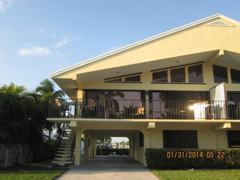1038 W. Ocean Dr. KCB 33051 - Stilted duplex rental 2 BRM/2BA w/ grass & covered carport - Weekly NOW thru 12/25/15, then Monthly M & A '16! - Key Colony Beach - rentals