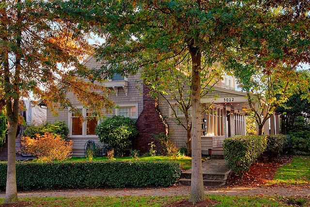 House in the fall - University View House - Seattle - rentals