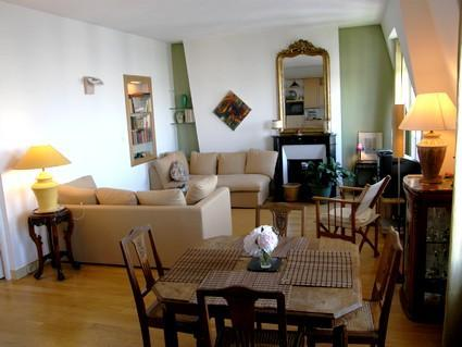 Beautiful 1 Bedroom on Rue Lepic in Paris - Image 1 - Paris - rentals