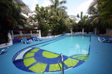 Sunny Pool with Deep and Shallow Ends - Lush Mediterranean Retreat Near the Sea - Puesta - Playa del Carmen - rentals