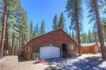 Adorable pet friendly home, 1mile to ski and beaches - HCH1054 - Image 1 - South Lake Tahoe - rentals