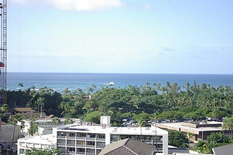 This Waikiki condo is only three blocks from world famous Waikiki Beach! Close to all the great shopping locations. Condo suite is located on the 13th floor of the Four Paddle Resort and has a great view of the beautiful grounds of Fort Derussy and the oc - Four Paddle Suite 1305 Four Paddle - Waikiki - rentals
