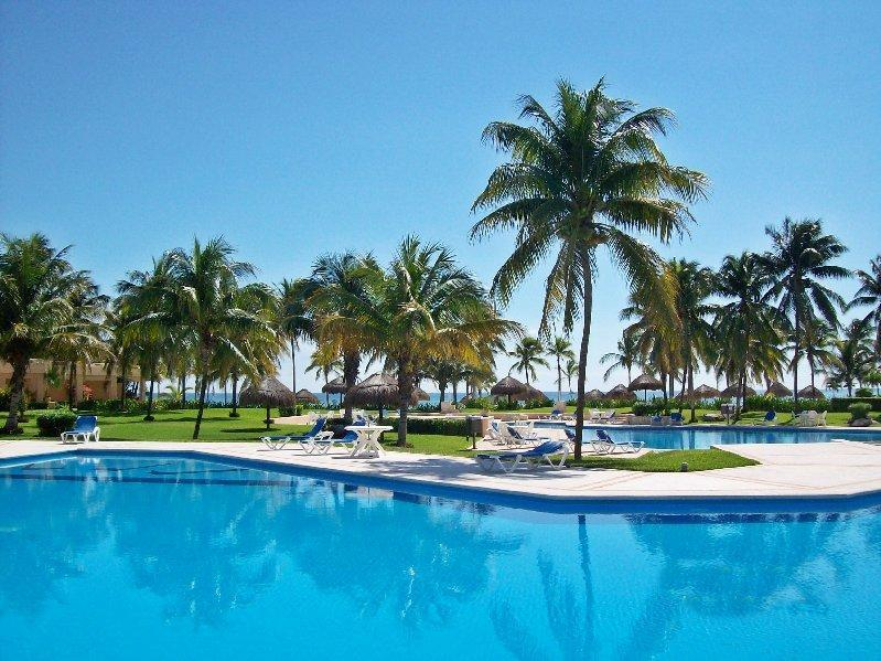 Villas del Mar pool - Beach view Villas del Mar Condo D202 XMAS WK DEAL - Puerto Aventuras - rentals