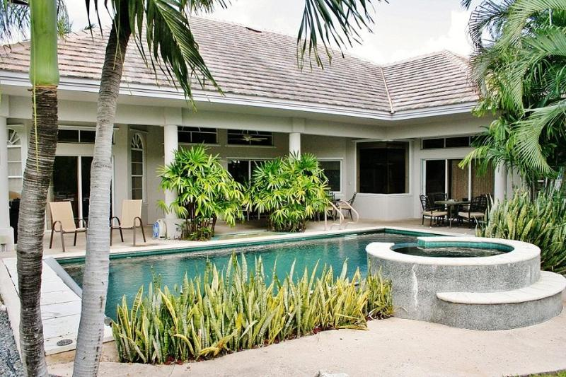 Florida Keys Vacation Rental by Coco Plum Vacation Rentals - Florida Keys Paradise ~ 320 13th street - Key Colony Beach - rentals