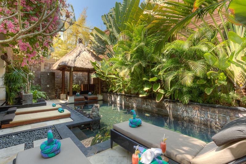 Pool sunlounges - 2 mins walk to Beach - Luxury Private Pool Villa - Seminyak - rentals