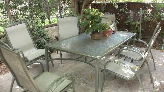 Patio dinning area seats six - 3 Br 3 Ba  Beverly Hills area Townhome - Los Angeles - rentals