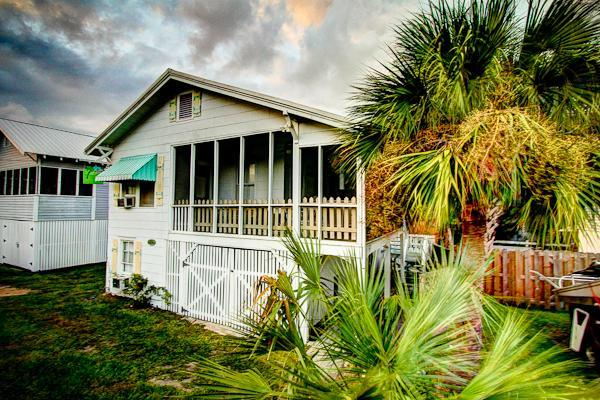 My Beach House, Original 1930s Tybee Cottage,screened porch,4th house to beach/private lane. South - My Beach House, Beachside of street,10P,Pet OK, WF - Tybee Island - rentals