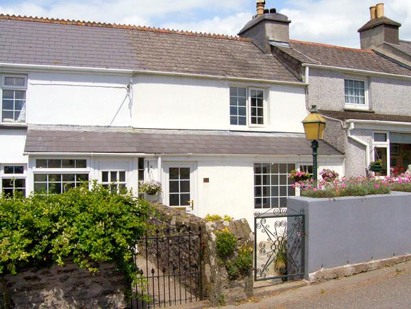 2 PORT VIEW TERRACE, pet friendly, character holiday cottage, with a garden in Landrake, Ref 2131 - Image 1 - Landrake - rentals