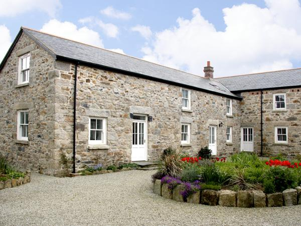 DEMELZA BARN, pet friendly, country holiday cottage, with a garden in Reawla, Ref 3518 - Image 1 - Hayle - rentals