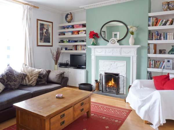 THE OLD BANK HOUSE, pet-friendly, character holiday cottage, with a garden in Mevagissey, Ref 2881 - Image 1 - Mevagissey - rentals