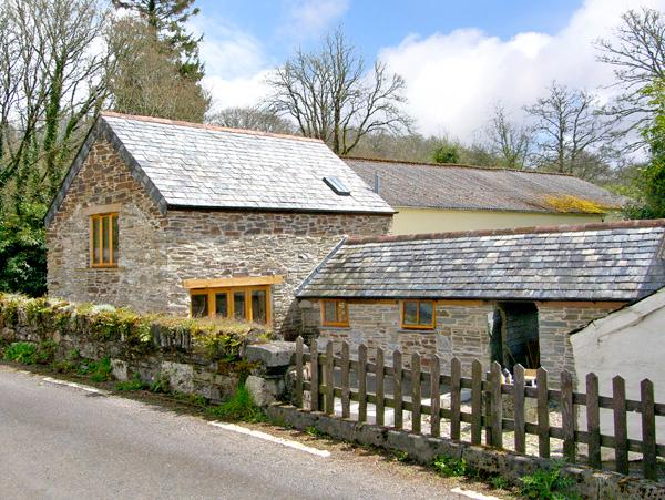 MILLER'S LODGE, romantic, character holiday cottage, with a garden in St Keyne Near Looe, Ref 2470 - Image 1 - Saint Keyne - rentals