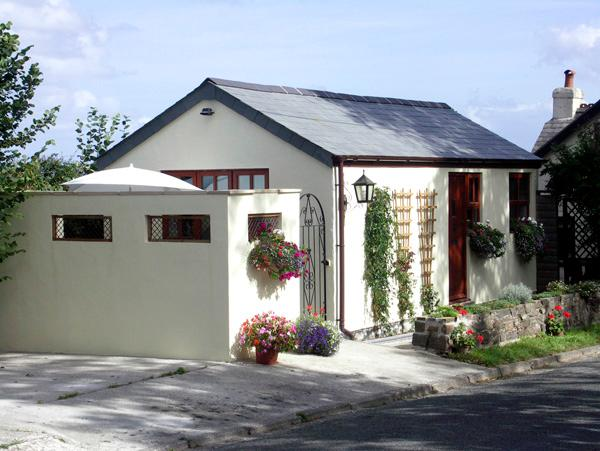 PALMERS LODGE, romantic, country holiday cottage, with a garden in Egloskerry, Ref 1903 - Image 1 - Egloskerry - rentals
