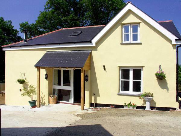 PHEASANT'S ROOST, pet friendly, character holiday cottage, with a garden in Broadwoodkelly, Ref 1682 - Image 1 - Broadwoodkelly - rentals