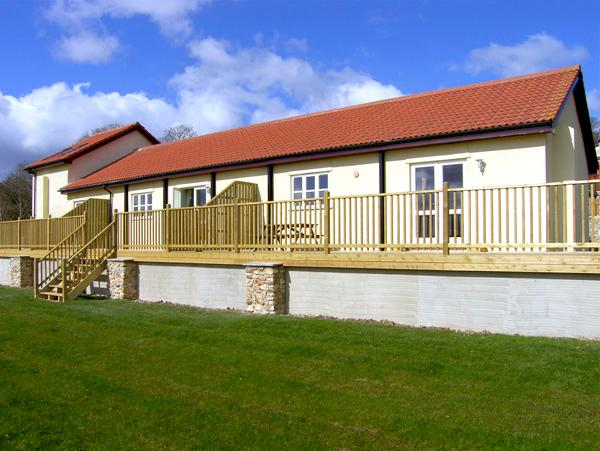 VALLEY VIEW, pet friendly, character holiday cottage, with a garden in Upottery, Ref 2015 - Image 1 - Upottery - rentals