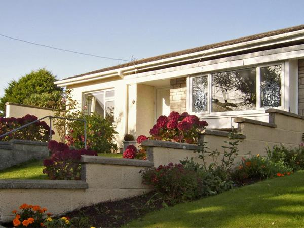 1 MIREHOUSE PLACE, family friendly, with a garden in Angle, Ref 2764 - Image 1 - Angle - rentals
