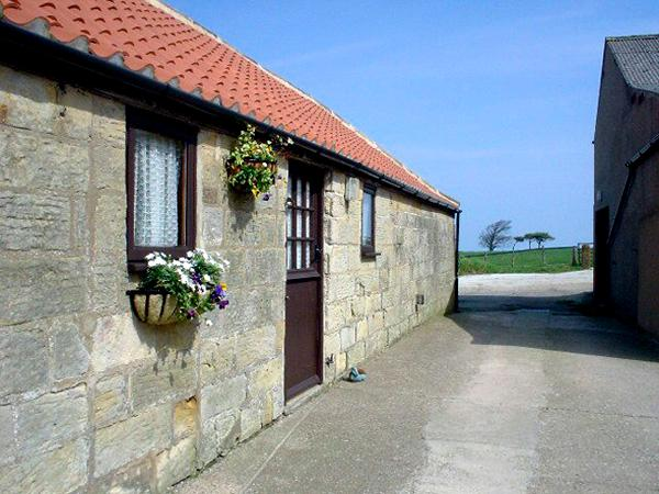ABBEY VIEW COTTAGE, pet friendly, with a garden in Robin Hood'S Bay, Ref 1067 - Image 1 - Robin Hood's Bay - rentals