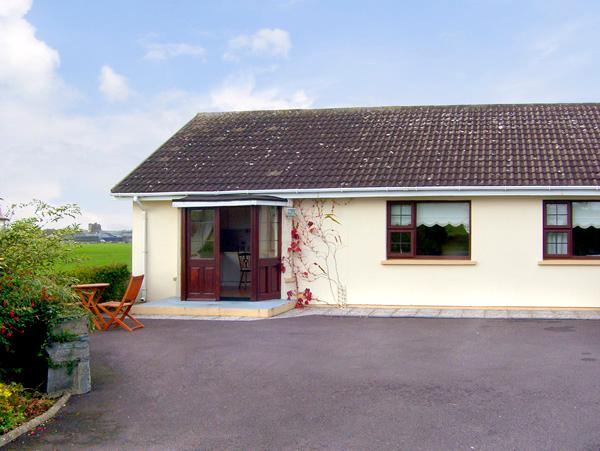 ARAS UI DHUILL, pet friendly, country holiday cottage, with a garden in Abbeydorney, County Kerry, Ref 2273 - Image 1 - Abbeydorney, County Kerry - rentals