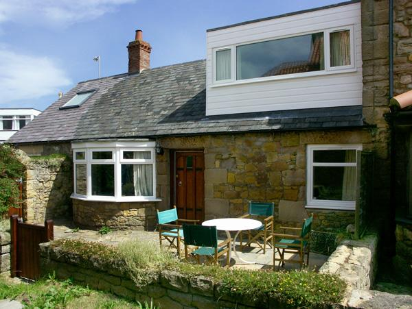 BEACH COTTAGE, pet friendly, character holiday cottage, with a garden in Beadnell, Ref 1320 - Image 1 - Beadnell - rentals