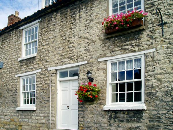 BLACK SWAN COTTAGE, family friendly, character holiday cottage, with a garden in Pickering, Ref 2155 - Image 1 - Pickering - rentals