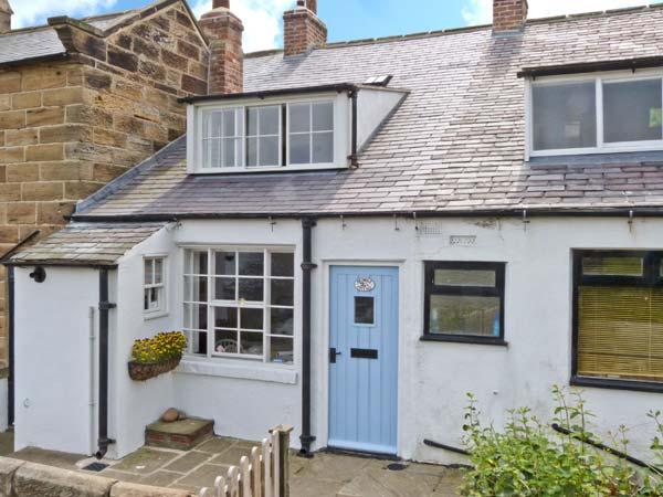 BRAMBLE COTTAGE, family friendly, character holiday cottage, with a garden in Robin Hood'S Bay, Ref 2491 - Image 1 - Robin Hood's Bay - rentals