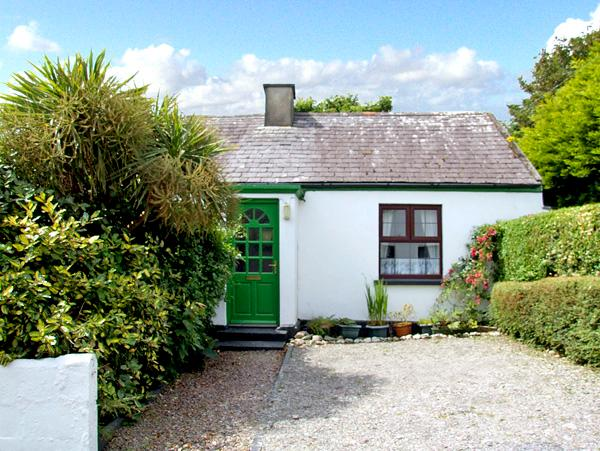 BRENDAN'S COTTAGE, family friendly, character holiday cottage, with a garden in Knightstown, County Kerry, Ref 2570 - Image 1 - Knightstown - rentals