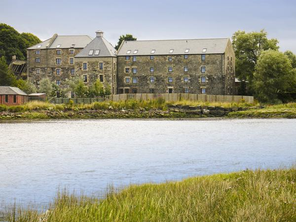 BUDLE COVE, pet friendly, with a garden in Bamburgh, Ref 2101 - Image 1 - Bamburgh - rentals