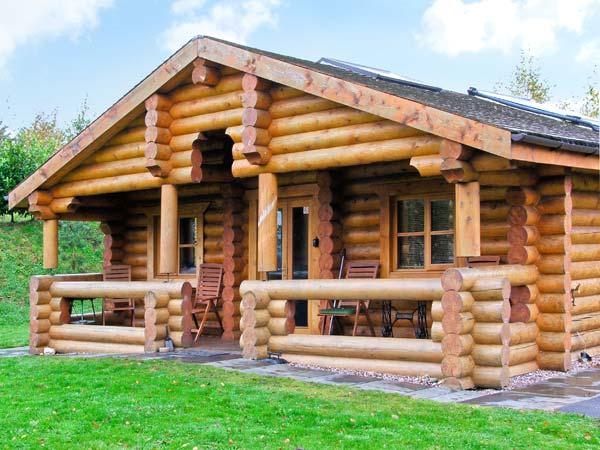 CEDAR LOG CABIN, BRYNALLT COUNTRY PARK, pet friendly, country holiday cottage, with a garden in Welsh Frankton, Ref 3623 - Image 1 - Welsh Frankton - rentals