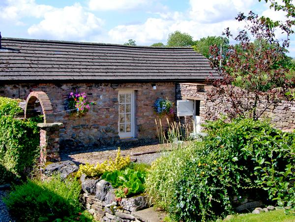 CHERRY TREE COTTAGE, pet friendly, country holiday cottage, with a garden in Soulby,Ref 2253 - Image 1 - Soulby - rentals