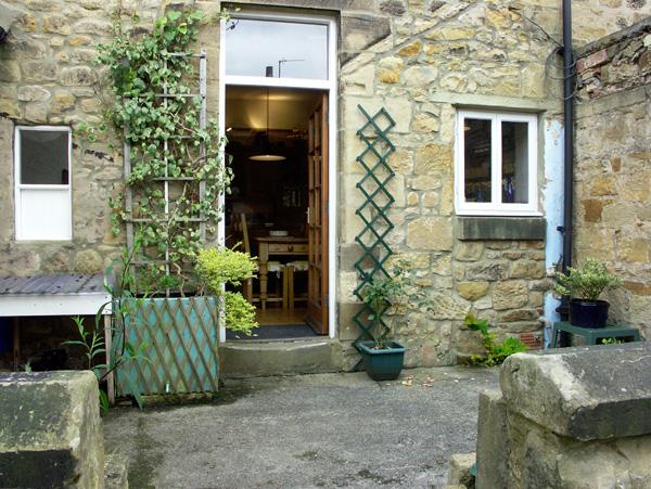 COSY NOOK, character holiday cottage, with a garden in Alnwick, Ref 1522 - Image 1 - Alnwick - rentals