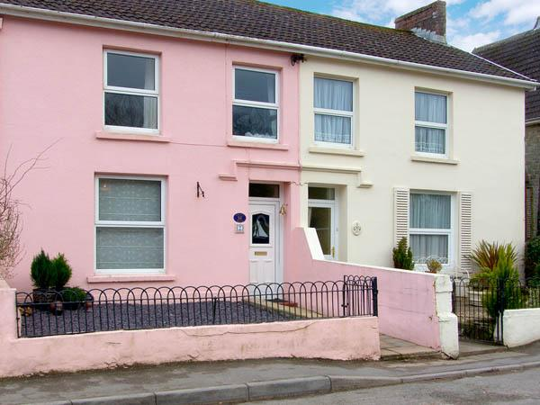 CRUSTY HILLS, family friendly, character holiday cottage, with a garden in Ferryside, Ref 2900 - Image 1 - Ferryside - rentals