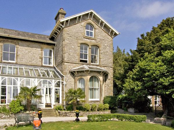 DUNLINS, pet friendly, with a garden in Grange-Over-Sands, Ref 3549 - Image 1 - Cumbria - rentals