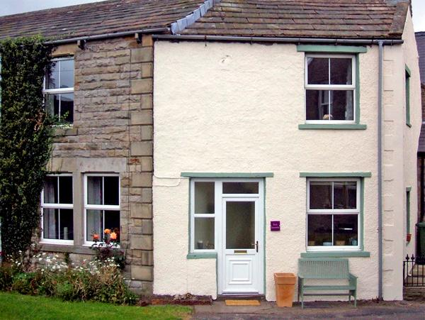 EAST STONELEA, pet friendly, country holiday cottage, with open fire in Aysgarth, Ref 2679 - Image 1 - Aysgarth - rentals