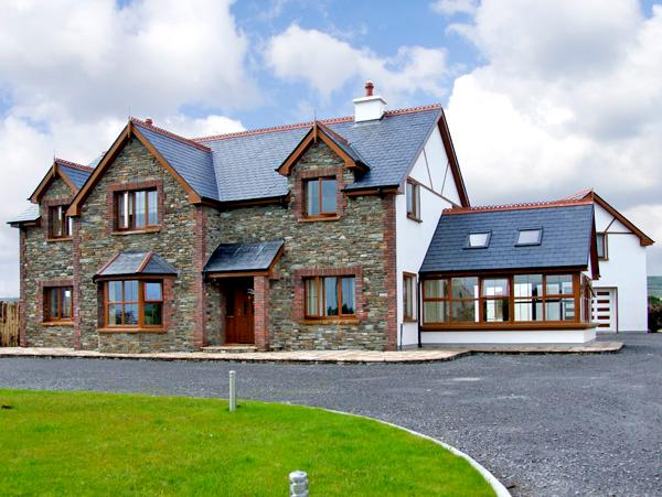 EL DORADO, family friendly, country holiday cottage, with a garden in Leap, County Cork, Ref 2633 - Image 1 - Leap, County Cork - rentals
