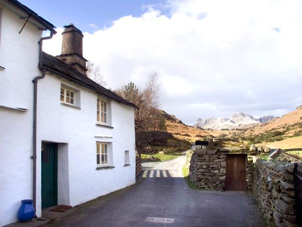 FELL FOOT COTTAGE, family friendly, character holiday cottage, with a garden in Little Langdale, Ref 2016 - Image 1 - Little Langdale - rentals