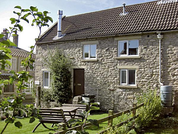 GATESIDE, family friendly, character holiday cottage, with a garden in Newton Upon Rawcliffe, Ref 184 - Image 1 - Pickering - rentals