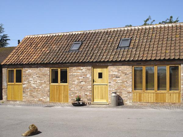 GINNY'S BARN, family friendly, character holiday cottage, with a garden in Askham, Ref 3550 - Image 1 - Askham - rentals