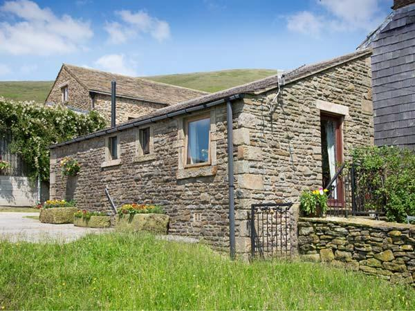HEATH COTTAGE, romantic, character holiday cottage, with a garden in Edale, Ref 611 - Image 1 - Edale - rentals
