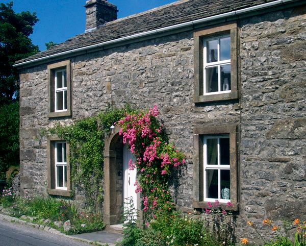 HILLFOOT, pet friendly, character holiday cottage, with a garden in Selside, Ref 1014 - Image 1 - Selside - rentals