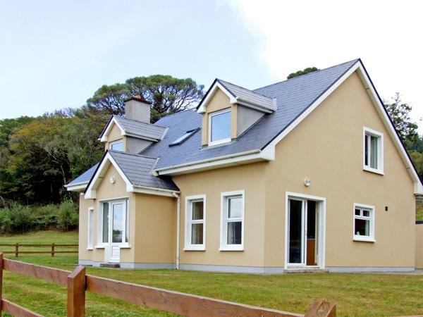 KILMURRY HEIGHTS, family friendly, country holiday cottage, with a garden in Kenmare, County Kerry, Ref 3660 - Image 1 - Kenmare - rentals