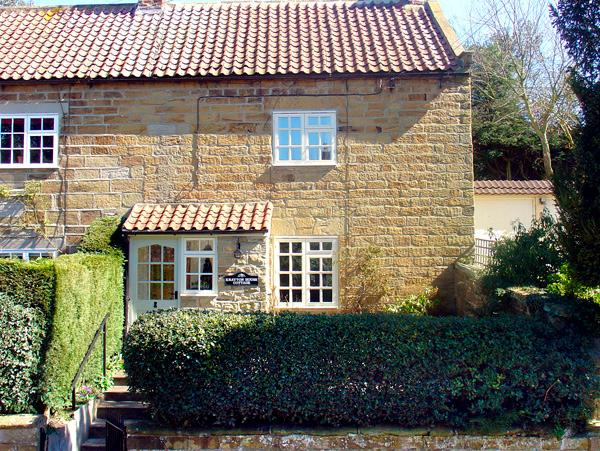 KNAYTON HOUSE COTTAGE, family friendly, luxury holiday cottage, with a garden in Knayton, Ref 1975 - Image 1 - Knayton - rentals