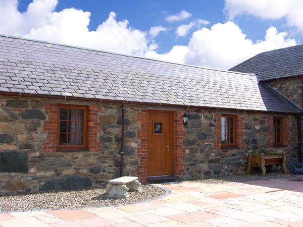 LILY COTTAGE, romantic, character holiday cottage, with a garden in Caeathro, Ref 2951 - Image 1 - Caeathro - rentals