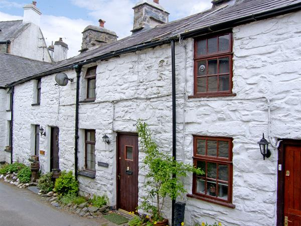 LLANNERCH, romantic, character holiday cottage, with open fire in Betws-Y-Coed, Ref 3513 - Image 1 - Betws-y-Coed - rentals