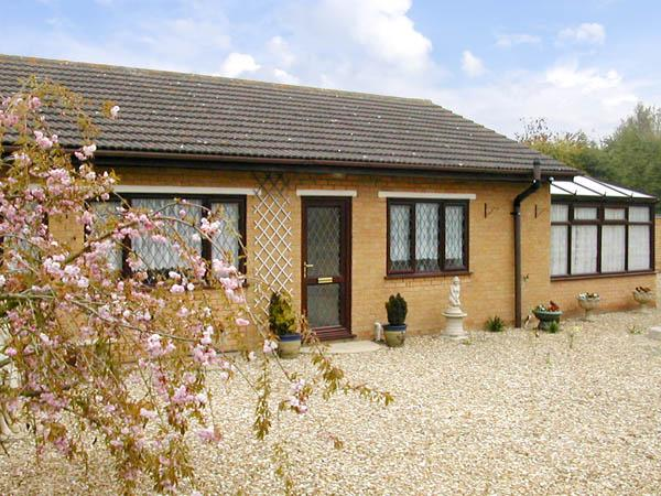 LONG ACRES, pet friendly, country holiday cottage, with a garden in Old Leake, Ref 2946 - Image 1 - Old Leake - rentals