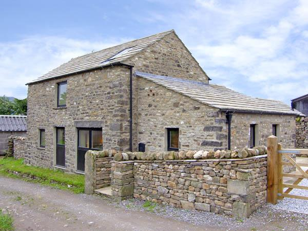 MANOR HOUSE BARN, family friendly, character holiday cottage, with open fire in Redmire, Ref 2609 - Image 1 - Redmire - rentals