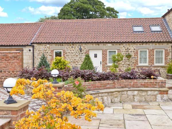 MARKINGTON GRANGE COTTAGE, romantic, character holiday cottage, WiFi, patio garden with furniture in Markington, Ref 2356 - Image 1 - Markington - rentals