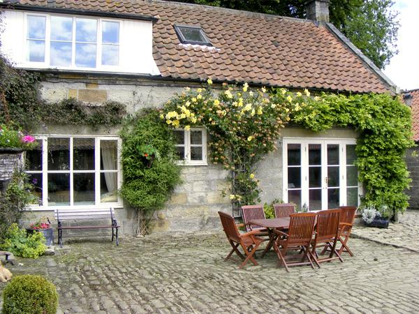 AINTHORPE FARM COTTAGE, pet friendly, characterholiday cottage, with a garden in Danby, Ref 738 - Image 1 - Danby - rentals