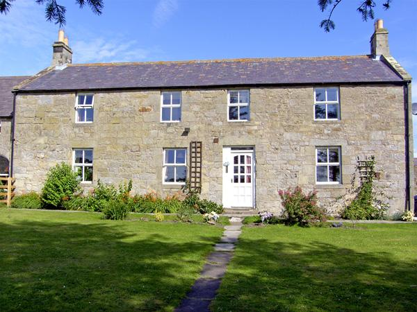 NORTH FIELD FARMHOUSE, pet friendly, character holiday cottage, with a garden in Glanton Near Alnwick, Ref 2315 - Image 1 - Glanton Near Alnwick - rentals