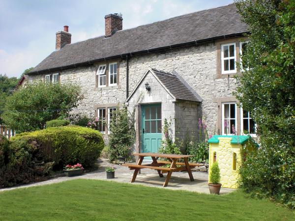 ORCHARD VIEW, pet friendly, luxury holiday cottage, with a garden in Parwich, Ref 2244 - Image 1 - Parwich - rentals
